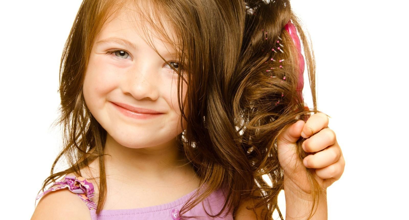 Waschen Sie das Haar Ihres Kindes mit gutem Shampoo, entdecken Sie die guten Shampoos für Kinder